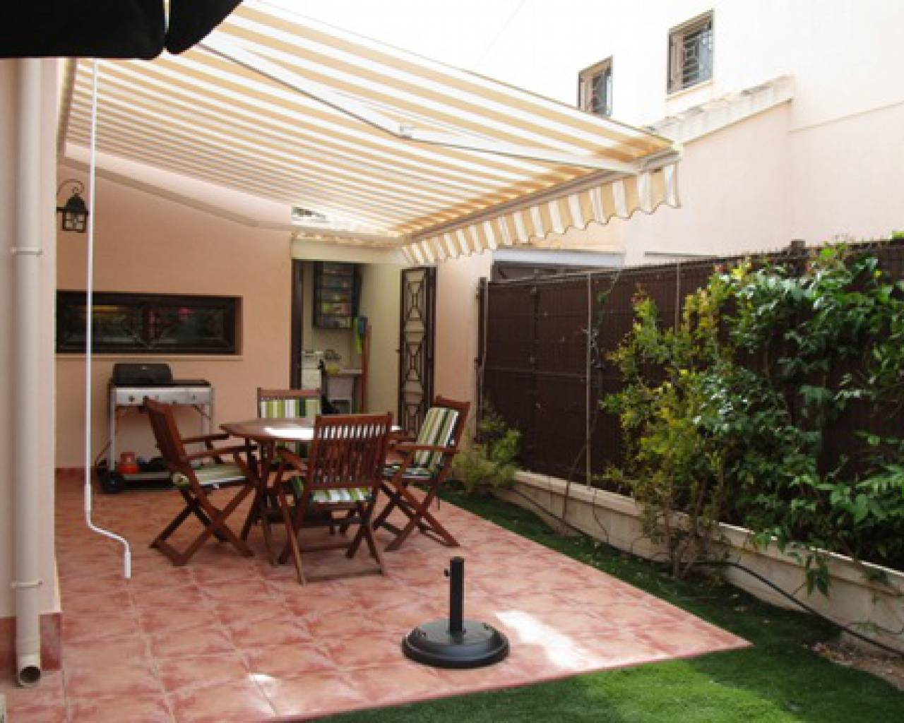 Resale - Townhouse  - San Cayetano